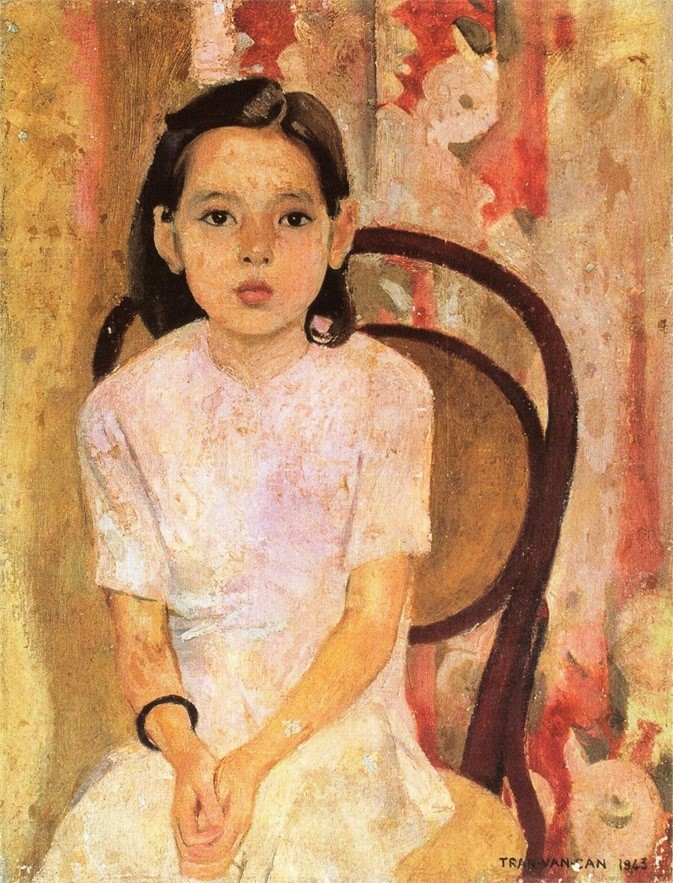 On the left is Trần Văn Cẩn's Little Thuy painting depicting a young female child with short dark hair and a white dress. The little girl, Thuy, is sitting on a brown chair in front of an old wallpapered background. She is slouching slightly and her shoulders drop forward while maintaining a neutral face expression. Her hands are clasped gently on her lap.